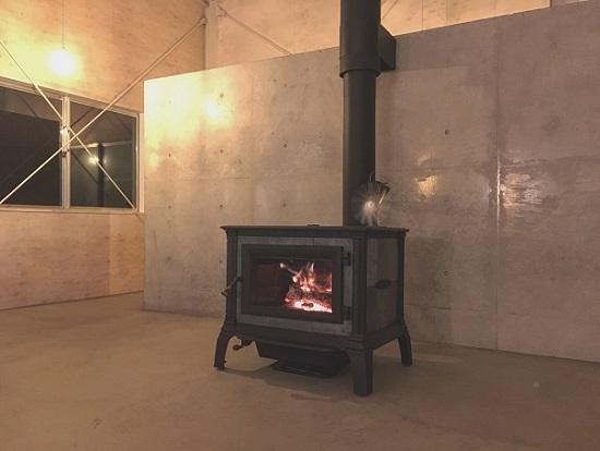鳥取の建築家 PLUS CASA/HOME BASE/薪ストーブ(ハースストーン社 EQUINOX)