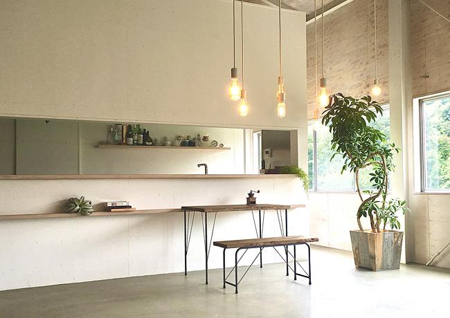 鳥取の建築家 PLUS CASA | 撮影用レンタル | 使用例-NeoAnticos Iron Frame Furniture